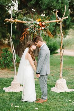 gorgeous ceremony altar, photo by @Daniel Cruz styling by @Collette Budd http://ruffledblog.com/romantic-lake-gregory-wedding #altars #ceremony