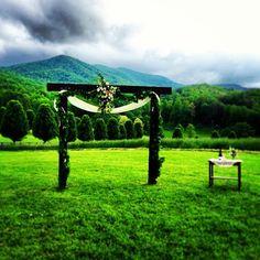 Aska Farms in Blue Ridge, #Georgia makes beautiful wedding venue! Photo by @mowalraven.