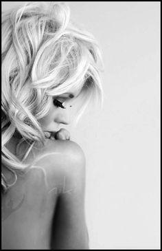 Boudoir - Portrait - Black and White - Photography - Pose