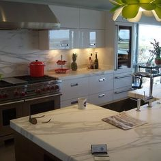 Calcutta marble in a more modern designed kitchen