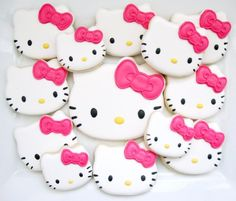 these are adorable hello kitty cookies!