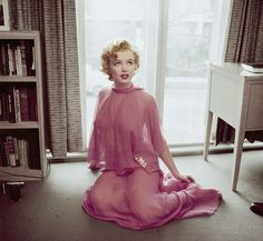 Newly published pic of Marilyn- 1952