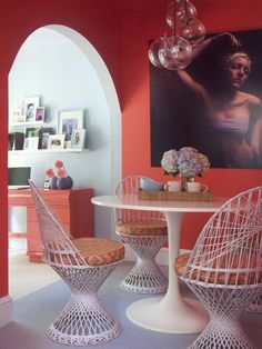 Burnt coral pairs well with lavender and airy blues. (http://www.hgtv.com/designers-portfolio/room/dp-contemporary/dining-rooms/7002/index.html?soc=Pinterest)