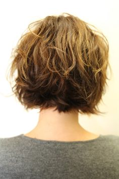 Wavy bob from the back, stacked