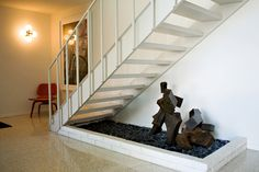 float staircas, custom sculptur, statu