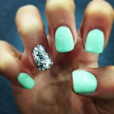 Mint nails @Madi Smoot Smoot Smoot Smoot Mondragon lets try this next!!