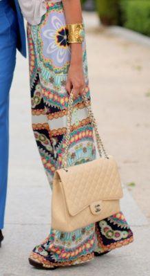 Pattern silk wide leg pants.