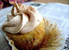 Banana Cupcakes With Cinnamon Cream Cheese Buttercream