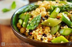 Asparagus couscous with chickpeas and almonds...looks like spring food!