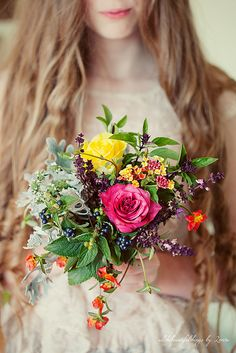 Wedding flowers. Natural and colourful.