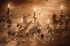 Applique a 5 luci con volute e fiori - in ferro battuto decorato a mano