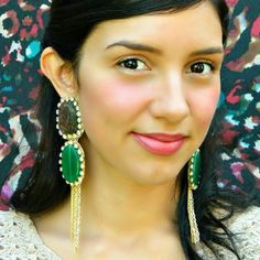Make big and beautiful show-stopping earrings with this fabulous DIY earrings tutorial. These Enchanting Emerald Evening Earrings are sure to be memorable and mesmerizing.