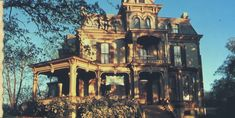 Garth Woodside Mansion in Hannibal, MO.  Want to spend a night there someday!