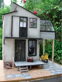 Tiny cottage with sun room and Vespa-bule.---- OMG and the barn door on the 2nd floor