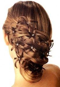 moño con flores hechas de cabello