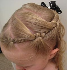 This is such an interesting take on a simple braid.  It's really easy to do and looks amazing!