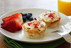 Mini breakfast casseroles (healthy!) Hash brown nests filled with eggs, cheese and ham