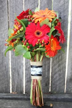 beautiful inexpensive bouquet...put in mason jars to double as centerpieces for reception