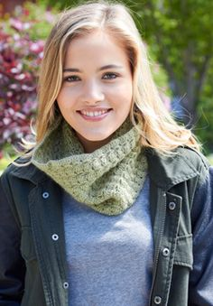 Free crochet pattern - Patons Lace - Star Crossed Cowl