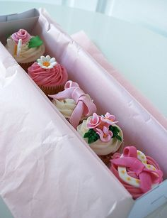 Cupcakes boxed & rea
