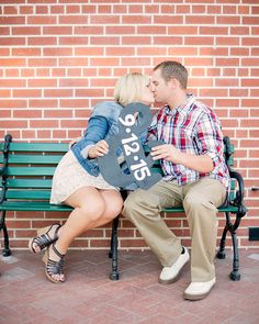 A great engagement photo that is the perfect save-the-date! =) Photo by Kelly Marie Photography.