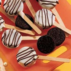 White chocolate dipped oreo lollipops