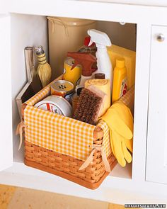 gift baskets, sewing baskets, basket liner, oilcloth idea, oilcloth craft, diy crafts, dress up storage, oil cloth, sewing tutorials