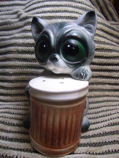 Hungry Big Eyed Cat Retro Vintage Salt & Pepper Shakers