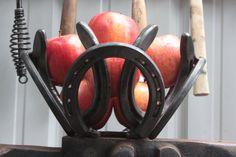 horse shoe bowl centerpiece