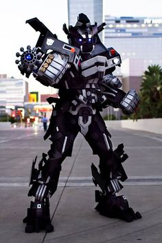 Awesome Ironhide Transformers cosplay.