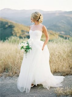 monique lhuillier, wedding dressses, dream dress, backdrops, backgrounds, the dress, gown, bride hairstyles, stunning dresses