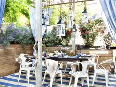 outdoor dining in blue and white via Traditional Home