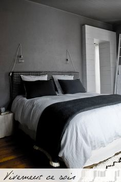 Deco on pinterest pallet fencing shelving and cable reel for Deco chambre de charme
