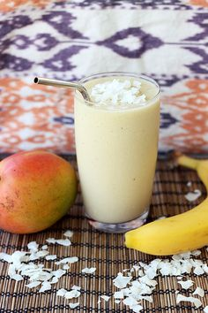 Coconut Mango Banana Smoothie - (Gluten-free, Vegan + Refined Sugar-free) by tastyyummies #Smoothie #Mango #Coconut #tastyyummies