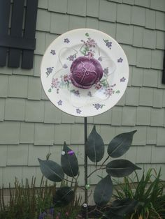 Upcycled Glass Yard Decorations - Flower Stake