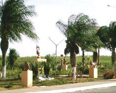 Parque de esculturas de barro, na entrada da cidade de Tracunhaém, Zona da Mata Norte-PE   Foto: Valéria Amaral