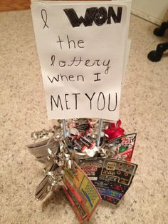 "Homemade boyfriend gift with candies and lottery tickets. ""I won the lottery when I met You!""#boyfriend #anniversary #DIY #lottery"