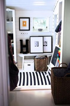 Entry way / Wall Art Display Ideas / Home Decor