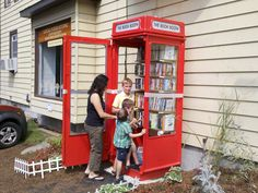 Phone booth library http://www.weupcycle.com/en/tag-153-gastbeitrag-%E2%80%93-telefonzellenbibliothek/