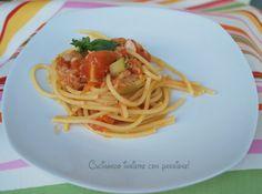 Spaghetti con pomodoro zucchine e tonno