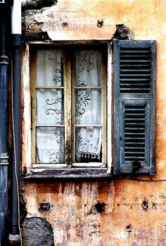 ^Saorge French Window