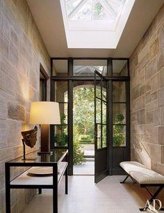 Rough luxe home decor for the foyer // Porte d'entrée magnifique de style moderne rustique luxueuse