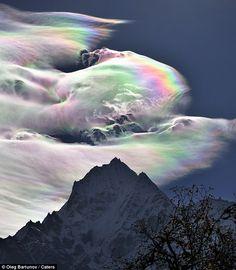 Dazzling: A rainbow cloud dwarfs Mount Everest