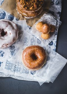 How to make doughnuts (with video) and Coffee-Biscoff-Bacon Doughnuts | Top with Cinnamon