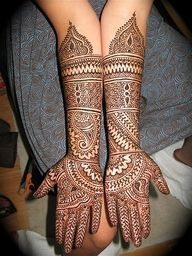 Arabic Mehndi is a very popular and diverse all over the world and the special name is given to it as it consists of floral designs