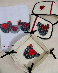 Coleção Galinhas! Kit (pegador de travessa, pano de prato e cesto de pães) by Juntando linhas e trapos, via Flickr
