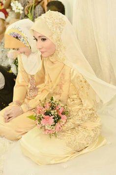 Wedding Gift For Bride Malaysia : malay wedding more mata kucing hijabi brides brides inspiration bridal ...