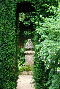 Getting a Grip on Hidcote Manor Garden !!! Is one of England's great gardens... The creator of Hidcote was Lawrence Johnston !!!