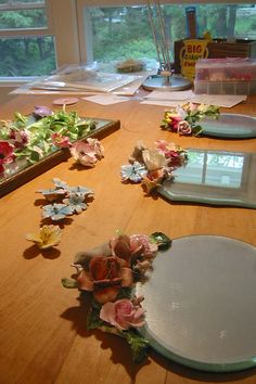 Decorating mirrors with vintage porcelain flowers - so beautiful!