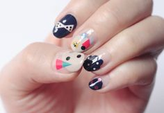 graphic nail, nail art tutorials, nail website, abstract nail, nail designs, manicur, nail arts, glitter nails, fun nail